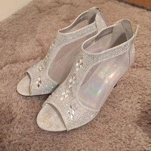 Shoes - Open toe heel